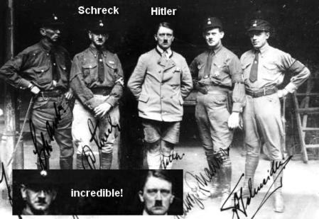 Hitler bersama sejumlah orang mirip dengannya. Salah satunya, Scherck