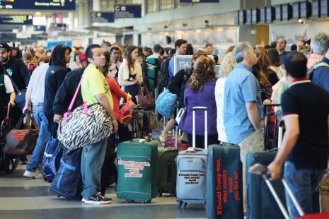 gambar ilustrasi : Kondisi penumpang di salah satu bandara di AS